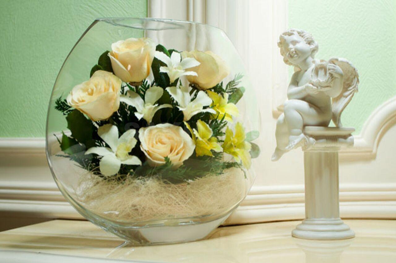 Композиции из искусственных цветов в круглых вазах, гвоздики купить розы