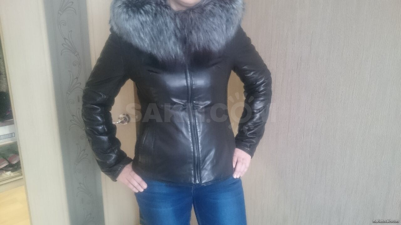 f5ef54a3fa23 Материал куртки  натуральная кожа. Куртку можно носить осенью без  подстежки, зимой с подстежкой. Подстежка из кролика. Куртка идёт на 46  размер.