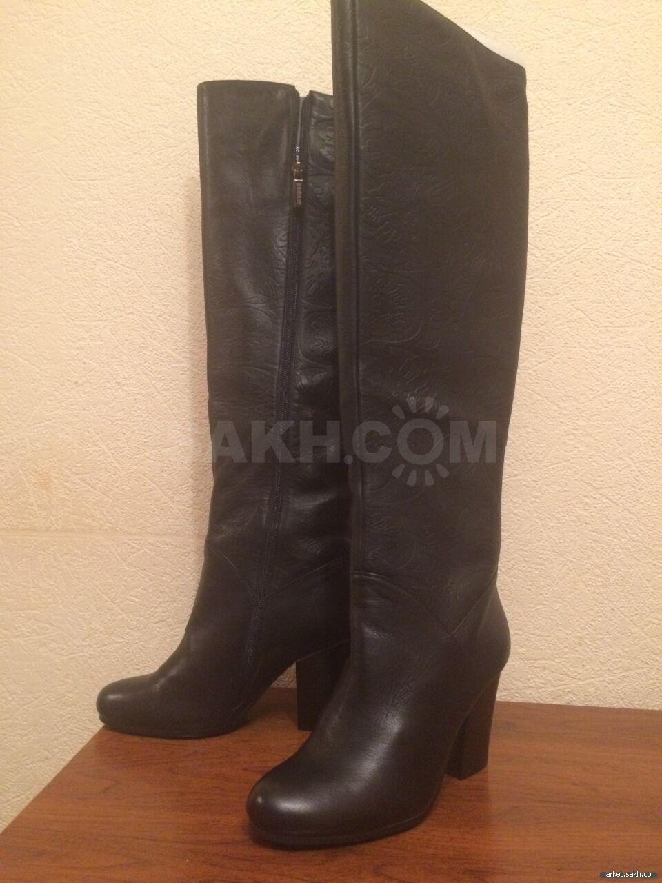 442a7c368 Продам зимние сапоги. Натуральная кожа, натуральный евромех, высокие до  середины колена, голенища декорированы неглубоким тиснением, 39 размер.