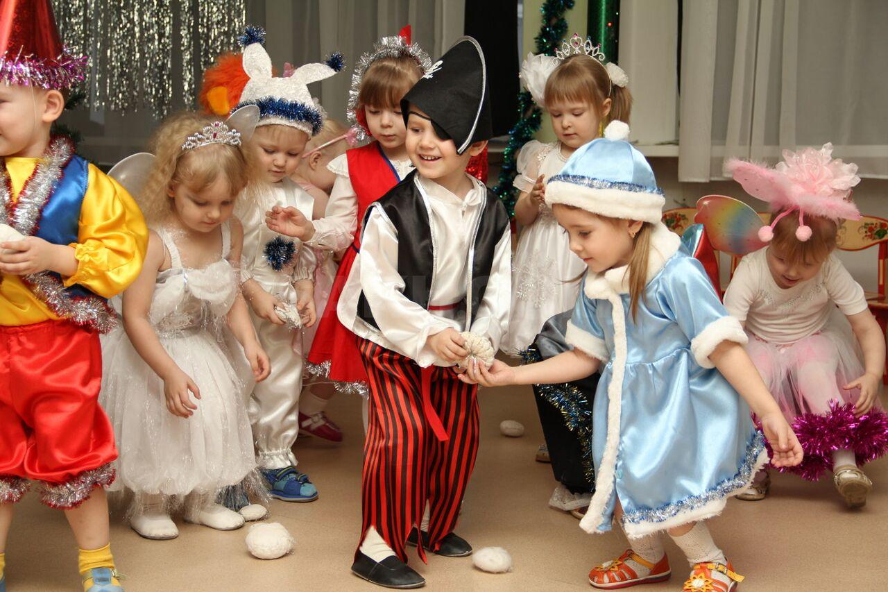 Интересные герои на новый год в детском саду