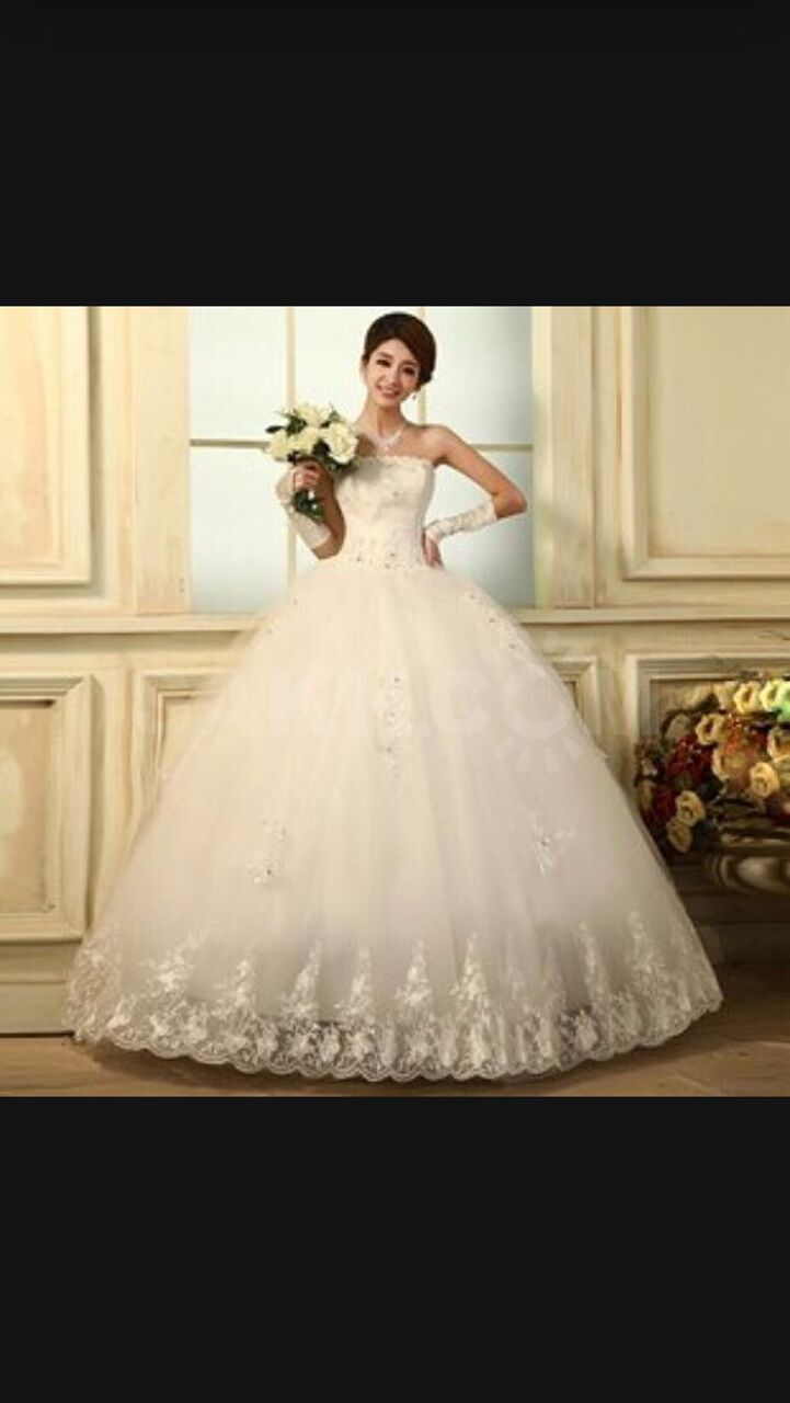 60e9738c8f48d93 Продам свадебное платье, размер 40-44, рост до 175см. Очень красивое,  пышное. Могу привезти на примерку.