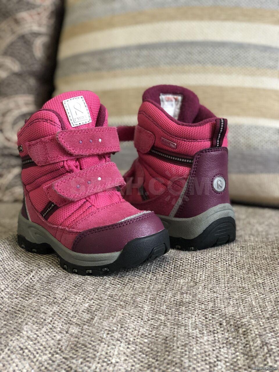 Эти стильные зимние ботинки изготовлены из сочетания телячьей замши и  текстиля. Они имеют непромокаемую конструкцию с водонепроницаемой мембраной. bdf7f08a8d17e