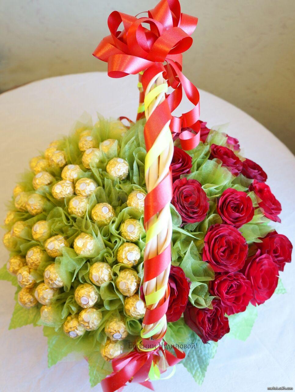 Букет с цветами и конфетами, доставка цветов
