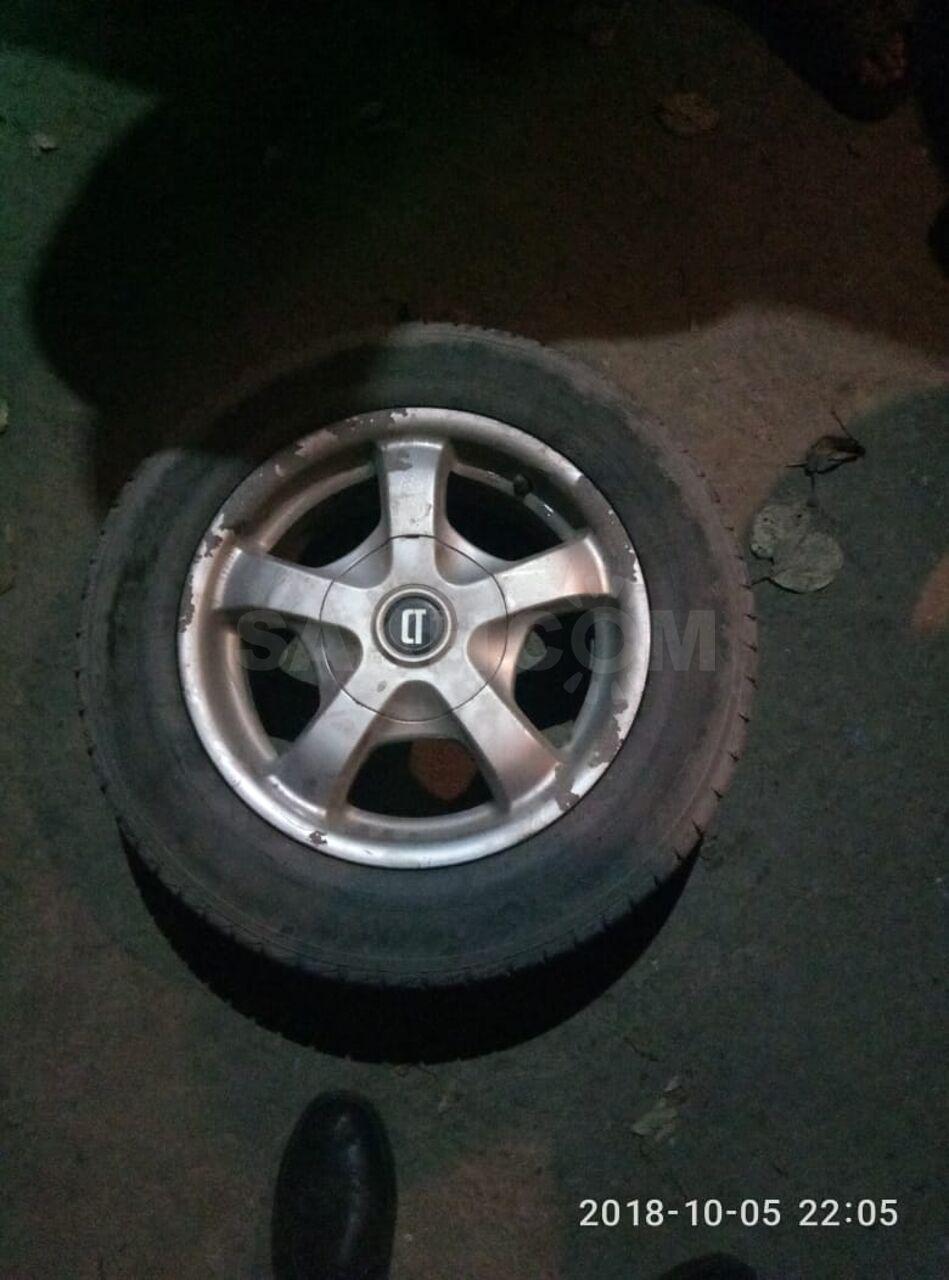На субару дырки колес
