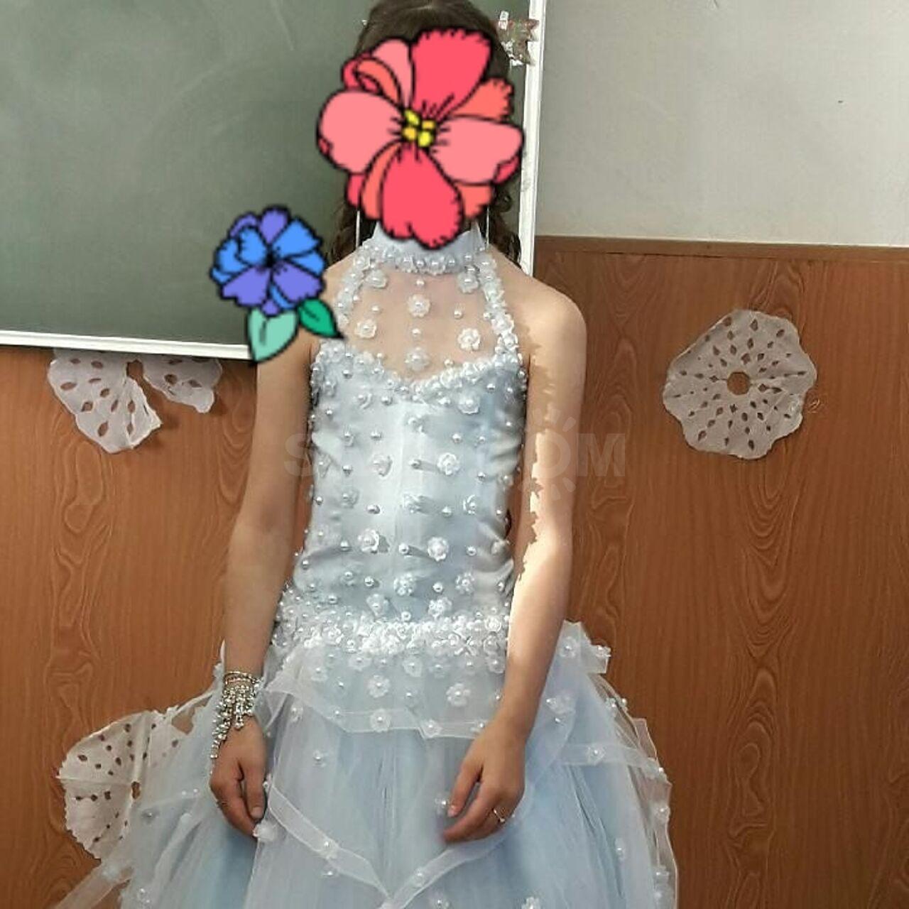 6e5483344917b6e Продам платье на девочку 10-11 лет. Одевалось пару раз на утренник.  Подъюбник в подарок.
