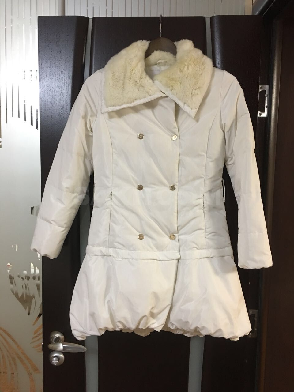 1dd9bd75379 Продам пальто. Производитель Франция Продаём не дорого так как вещь б у.  Наполнитель натуральный. Нижняя часть отстёгивается и носится как куртка