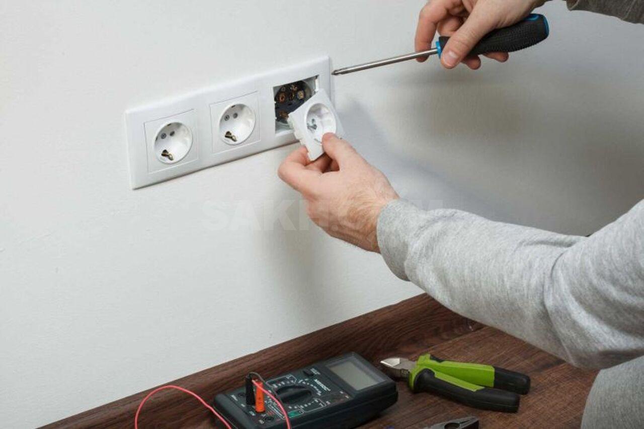 Заменить розетку и выключатель