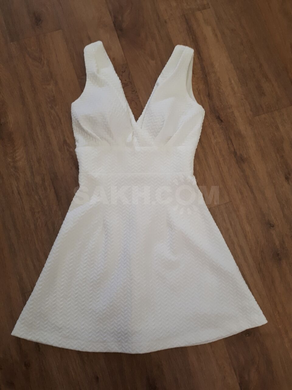 ee33c9b63dd 2-Черно -белое платье CHANEL (M размер) Цена - 2000. 3-Платье (размер М)  Цена - 1500 4-Классическое платье (размер XL) Цена - 1000