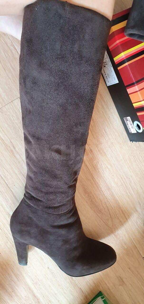 0318c2164 Продам зимние итальянские сапоги, почти новые, коричневого цвета, евромех.  Покупала в Москве в Рандеву. Одевала за сезон пару раз. Размер 36,537.
