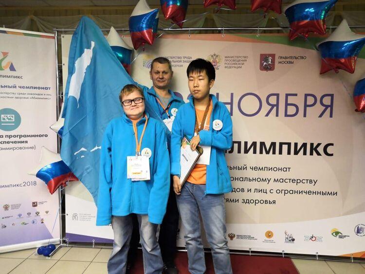 Илья Тен(справа)