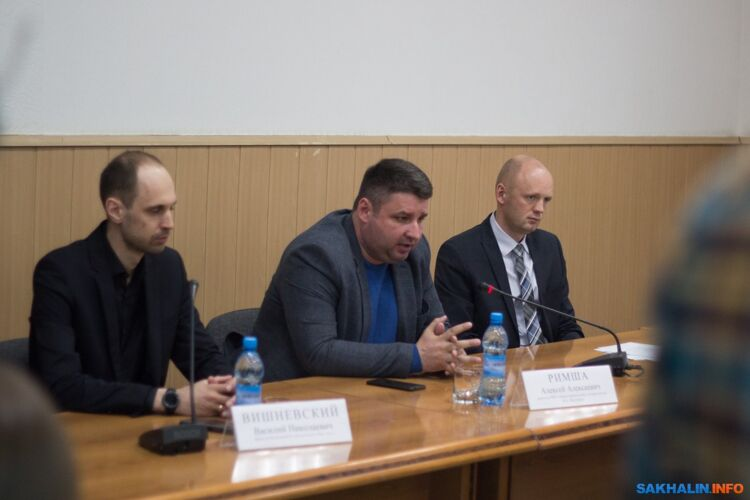 Алексей Римша (в центре)