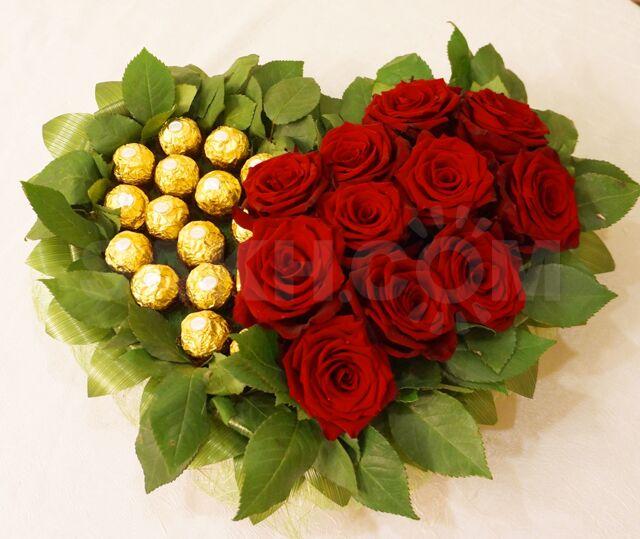 Цветы, тематические букеты из живых цветов и конфет