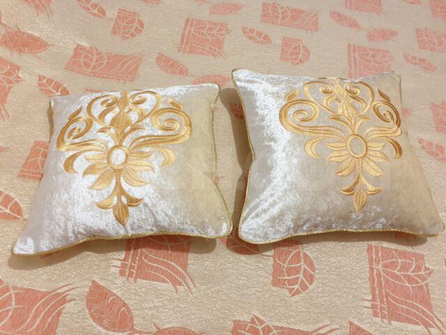 Комплект декоративных наволочек с вышивкой