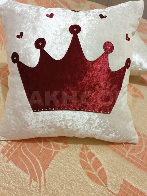 Наволочка декоративная 'Корона' бордовая.