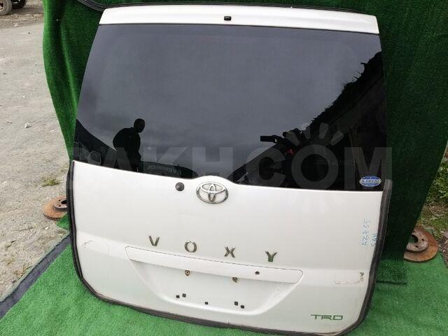 Дверь 5-я Toyota Voxy AZR65 1AZFSE 2002 задн. (б/у)