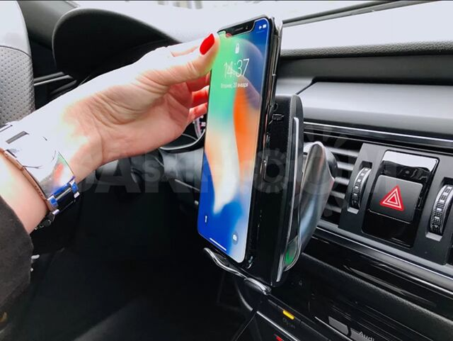 Беспроводна зарядка - держатель телефона в авто