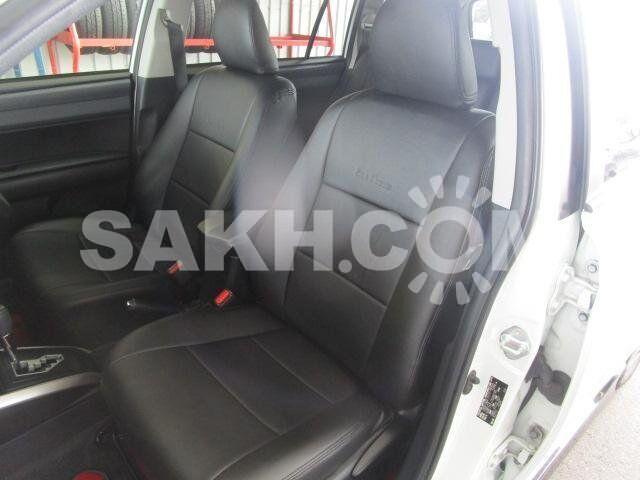 Чехлы с перфорацией для Toyota Corolla Fielder NZE164