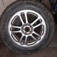 Одно колесо на субарик 225/65R17
