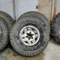 5 колёс на дисках 33X10.5 R15 (стояли на Прадо 78 кузов)