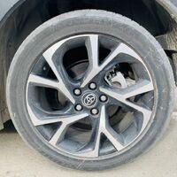 Продам летние шины от Toyota C-HR Bridgestone 225/50/R18. 5000₽ за шт.