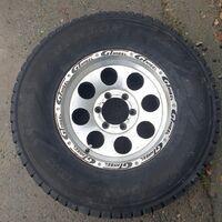 Продам комплект колес 275/70 16