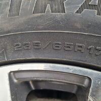 Продам зимнею резину Goodyear 235/65 R17 можно раздельно.