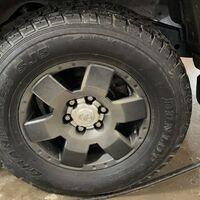 Продам комплект зимних 275/65 шин на дисках R17