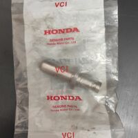 направляющая выпускного клапана на Honda XR250 (MD30)