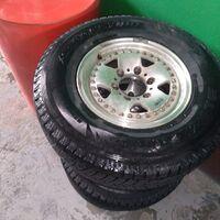 Продам 4 всесезонных шины с шестидырочными дисками