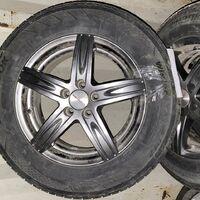 Продам колёса в сборе Hankook 205/65 R15 на дисках 15*6 5*100 ET+45.