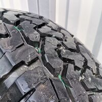 Чёрные матовые диски Xtreme-j с резиной Roadcruza