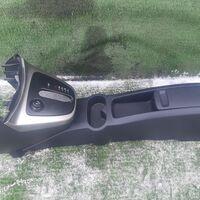 Бардачок между сиденьями Toyota Rush J210E (б/у)