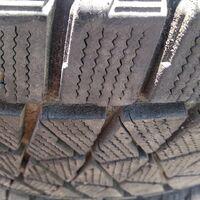 Bridgestone Blizzak dm-v2 (275/60/20)