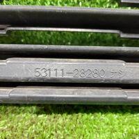 Решетка радиатора Toyota Voxy AZR65 1AZFSE 2002 (б/у)