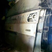 Дверь багажника Nissan Elgrand 50
