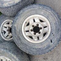 Продам, диски ровные, колеса накаченые, но резина лысая.