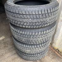 Продам почти новые зимние шины Bridgestone DM-V3 235/55R19