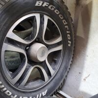 Продам комплект шин на дисках 245/70R16