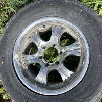Продам колёса в сборе. 265/65/17, с дисков слезает краска.