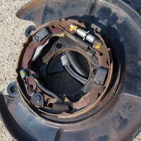 Механизм стояночного тормоза Nissan Serena C25-C26