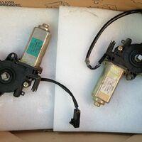 Электромотор стеклоподъёмника правой двери (перед - зад)