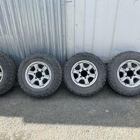 Продам грязевую резину 215/75R15