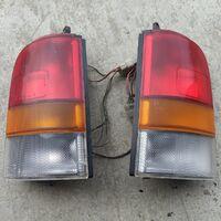 Задние стоп сигналы Nissan AD  Кузов WFY10 левый/правый цена за пару 2