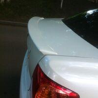 Спойлер багажника для Toyota Corolla Axio 08-12 год белый (040)